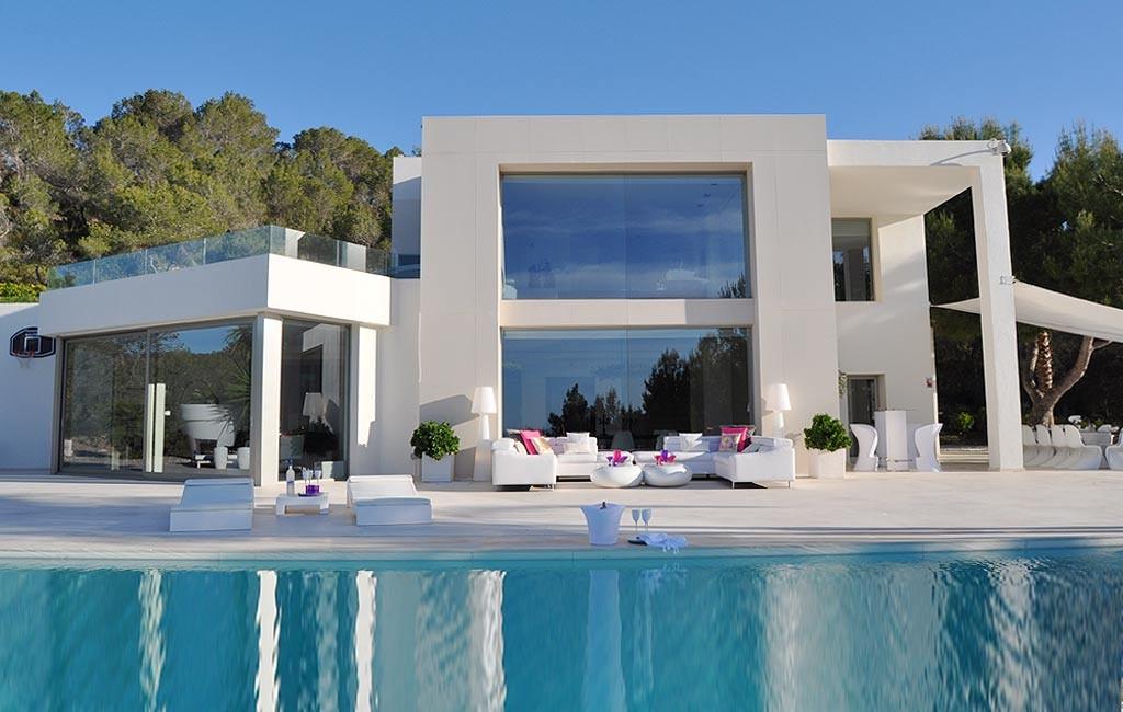 Rental of private luxury villas in Ibiza. Villa Clara. VIP services in Ibiza. Consulting Services Ibiza