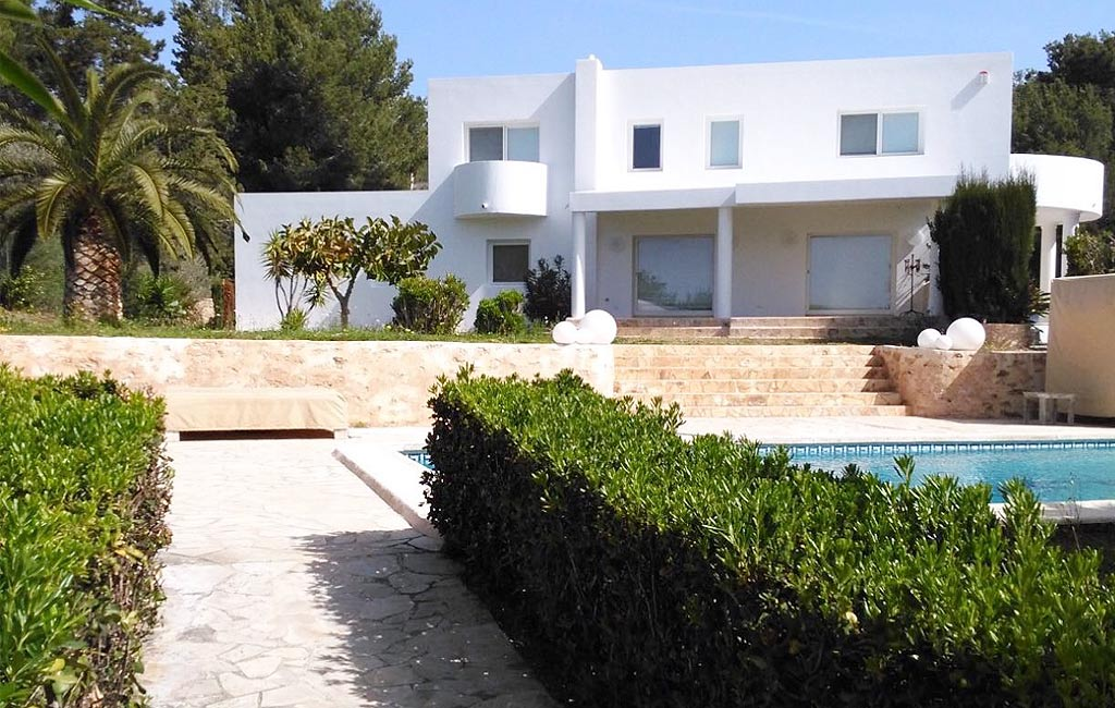 Rental of private luxury villas in Ibiza. Can Yuki. VIP services in Ibiza. Consulting Services Ibiza-1