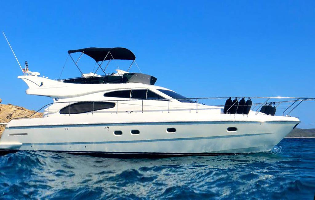 rental of luxury yachts and sailing yachts in Ibiza. VIP services Ibiza. consulting services ibiza