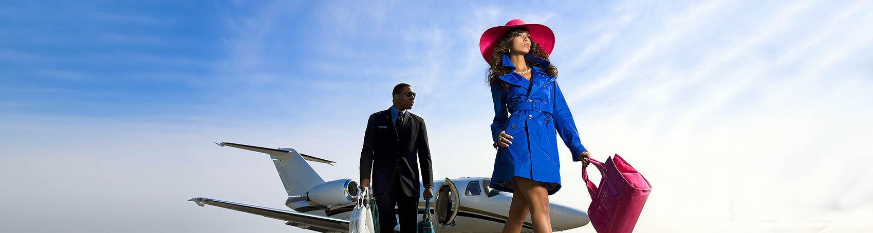 Servicios de concierge VIP en Ibiza. Reserva mesas VIP beach club, chofer, seguridad privada, servicios VIP. Consulting Services Ibiza