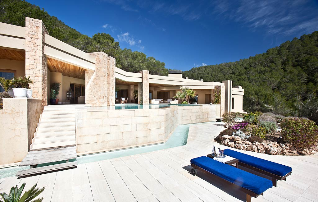 Rental of private luxury villas in Ibiza. Villa Isabelina. VIP services in Ibiza. Consulting Services Ibiza-2